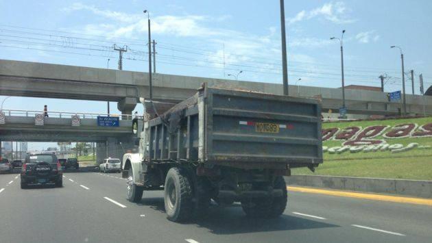 no ir detras de un camion